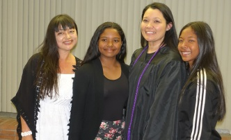 Student Lucelle Irven, her daughters and Commissioner Loo