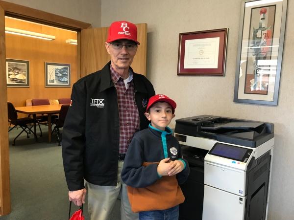 丹尼斯·斯宾塞和他的孙子安德鲁.jpg