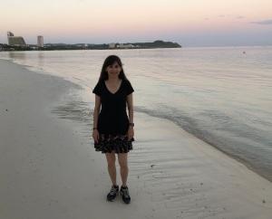 188金宝搏app苹果索尼娅·克里斯蒂安(Sonya Christian)于2018年3月8日清晨在沙滩上散步