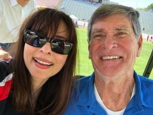 188金宝搏app苹果索尼娅·克里斯蒂安,Jim Ryun Selfie 2018年5月18日