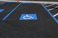 新铺条纹残疾人停车位