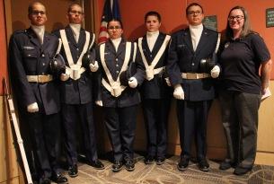 5名年轻学员及其主管