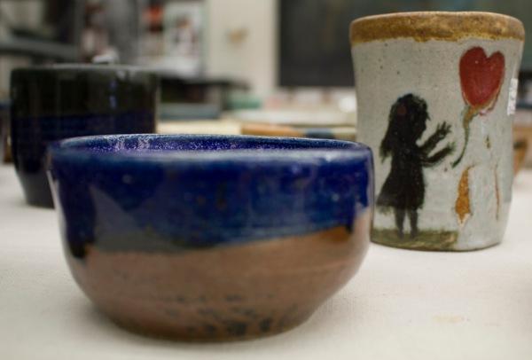 陶瓷碗和杯具女孩和心脏图案