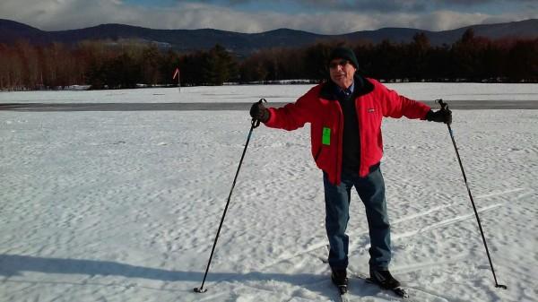 杰克·埃尔南德斯在滑雪