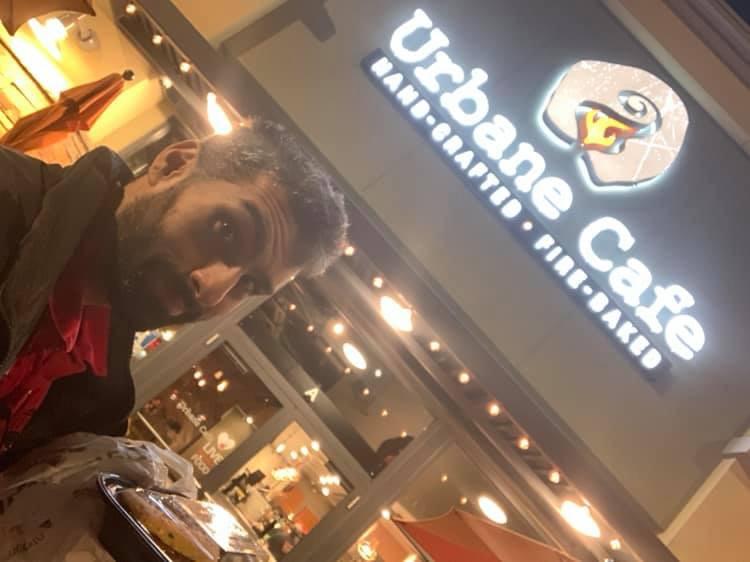 Nicky's selfie in front of Urbane Cafe